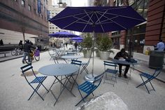 #armeria #pedestrianplazaplanters A student braves the cold to enjoy the new pedestrian plaza on Baruch College campus on Feb. 20.(Samira Bouaou/The Epoch Times)