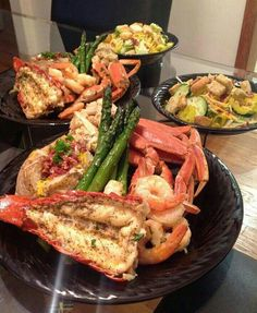Good food, Let's eat. Seafood Recipes, Cooking Recipes, Seafood Boil, Seafood Dinner, Yummy Food, Tasty, Food Goals, Recipes From Heaven, Food Cravings