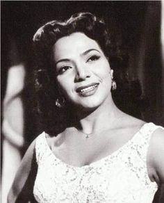 Maria Victoria = Actriz y Cantante.