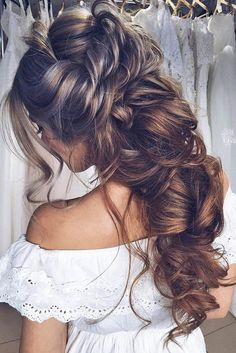 Greek wedding hairstyles are ideal for warm-weather nuptials. We have gathered the stylish flawless and greek wedding hairstyles for you. Best Wedding Hairstyles, Great Hairstyles, Elegant Hairstyles, Bride Hairstyles, Wedding Hair And Makeup, Hair Makeup, Bridal Hair, Braid Styles, Short Hair Styles