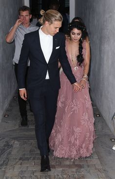 Austin Butler and Vanessa Hudgens Pin for Later: Go Inside the Star-Studded VMAs Afterparties! Austin Butler and Vanessa Hudgens Mtv, Style Vanessa Hudgens, Celebrity Couples, Celebrity Style, Vanessa Hudgens And Austin Butler, Pretty People, Beautiful People, Fangirl, Quoi Porter