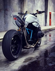 BMW Motorrad Concept Roadster represents a modern interpretation of the classic BMW motorcycle. Just like any typical BMW roadster, it is equipped with powerful Bmw Concept, Bmw Roadster, Concept Motorcycles, Bmw Motorcycles, Custom Motorcycles, Super Bikes, Ducati, R1200r, Motos Bmw