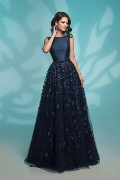 Unique prom dresses with hottest - Fashion Indian Gowns Dresses, Gala Dresses, Event Dresses, Formal Dresses, Navy Prom Dresses, Pretty Dresses, Beautiful Dresses, Long Gown Dress, Evening Gowns
