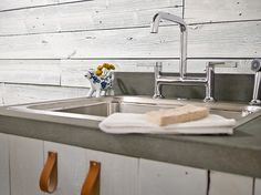 how to craft a concrete countertop and DIY vanity!