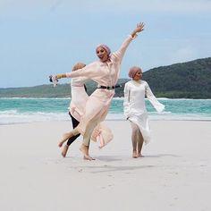 velascraves #hijab #muslimah #fashion #ootd #happy #beach #water #pastel #truebeauty