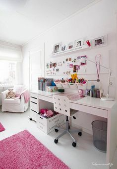 37 Amazing Teen Girl Bedroom Decor Ideas - If you're browsing for teen bedroom ideas, think of just what your teen enjoys and also see their bedroom via their viewpoint. Bedroom Desk, Teen Bedroom, Dream Bedroom, Dream Rooms, Bedroom Storage, Bedroom Doors, Boys Bedroom Paint, Bedroom Loft, Boy Sports Bedroom