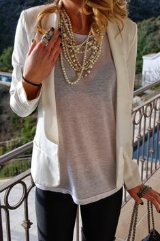 Chunky Necklace Outfit, Chunky Necklaces, Outfit Des Tages, Girly, Sacramento California, Summer Work Outfits, Vintage Stil, Creme, Ideias Fashion