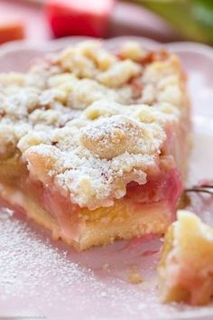 Crumble cake with rhubarb - www. - Baking - bake cacke Crumble cake with rhubarb - www. Fall Desserts, Dessert Recipes, Cook Desserts, Easter Desserts, Pastry Recipes, Cupcake Recipes, Cooking Recipes, Food Cakes, Fruit Cakes