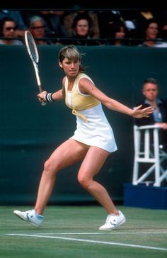 Chris Evert - Known In The For: Being the top-ranked female tennis player from American Tennis Players, Tennis Players Female, Tennis Party, Lawn Tennis, Tennis Legends, Tennis World, Sport Tennis, Wta Tennis, Tennis Fashion