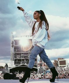#ArianaGrande #Manchester #OneLoveManchester