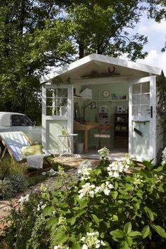 Surprising makeover: a gazebo to linger Garden Structures, Outdoor Structures, Summer House Interiors, Backyard Sheds, Garden Sheds, Balcony Plants, Garage Makeover, She Sheds, Garden Studio