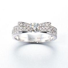 「リュバン ドゥ シャネル」(ホワイトゴールド×ダイヤモンド/センター:0.22ct)¥700,000/CHANEL(シャネル) Bow Jewelry, Diamond Jewelry, Jewelery, Silver Jewelry, Jewelry Design, Diamond Rings, Chanel Ring, Christmas Jewelry, Ankle Bracelets
