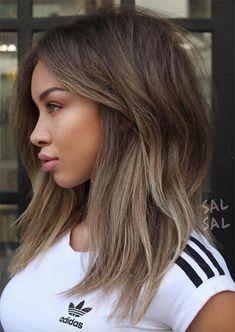 Taglio di capelli medio femminile  capelli  femminile  medio  taglio  Capelli Ricci Corti e31b76d7d001