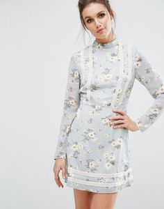 Pretty sure Betty from Mad Men would wear this so I want it! 60's style floral patterned dress with high neckline, long sleeves, short dress length <3