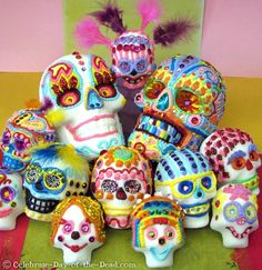 Day of the Dead Altars: Tradition, Images, and History of Dia de los Muertos Altar
