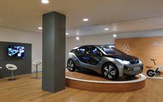 Wieder hat BMW die Haube vorn: BMW eröffnet den ersten Showroom ausschließlich für die neue i-Serie in London.  http://www.blogomotive.com/2012/06/newsflash-bmw-eroffnet-ersten-showroom-fur-die-i-serie-in-london/