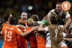 WK 2014 Nederland-Costa Rica Na 120 minuten voetbal komt het op penalties aan, met Tim Krul in de hoofdrol. WE GAAN NAAR DE HALVE FINALE!