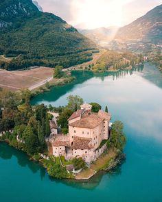 Lake Toblino Trento Italy theintrepidguide.com Beautiful World, Beautiful Places, Beautiful Scenery, Lake Garda Italy, Lake Como, Stunning View, Places Around The World, Travel Pictures, Travel Destinations