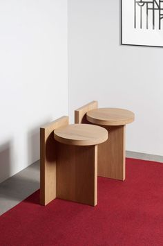 Furniture Taco oak - Geometric oak wood stool - GOFI Thinking of building your own deck? Diy Furniture Plans, Woodworking Furniture, Furniture Projects, Furniture Decor, Furniture Making, Furniture Design, Wood Projects, Woodworking Ideas, Unique Furniture