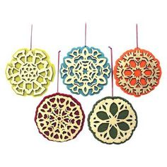 Easy project with kids. Paper snowflakes, piece of felt and string=cute ornament!