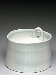 Anderson Bailey ceramics, pottery for sale at MudFire Gallery for clay Ceramic Boxes, Ceramic Jars, Ceramic Tableware, Ceramic Pottery, Pottery Art, Contemporary Ceramics, Modern Ceramics, Clay Box, Ceramic Techniques