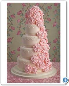bruidstaart-roze-veel-bloemen