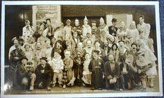 Google Afbeeldingen resultaat voor http://www.worthpoint.com/wp-content/uploads/2009/03/everyone-loves-a-circus-clown.jpg