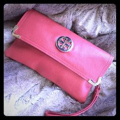 """Tori Burch """"Replica"""" Clutch w/ strap- Cross Body Tori Burch """"Replica"""" Clutch or Cross Body w/removable strap- Peachy/Salmon color.  9"""" X 5"""".  2 inside straps. Sophisticated, and easy to carry! Bags Clutches & Wristlets"""