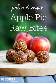 Looking for a healthy snack? This No Bake Apple Pie Energy Bites Recipe is gluten free, paleo, vegan, sugar free, simple and easy to make. Raw Vegan Desserts, Healthy Vegan Snacks, Clean Eating Desserts, Raw Vegan Recipes, Eating Raw, Vegan Foods, Paleo Vegan, Apple Recipes Healthy Clean Eating, Raw Vegan Dinners