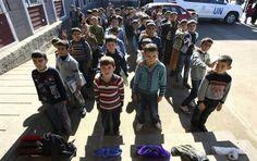 Niños sirios en en el campo de refugiados Oncupinar en kilis (Turquía).-