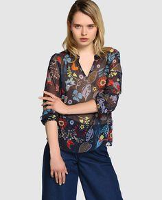 Blusa de mujer Naf Naf con estampado botánico