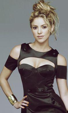 Shakira - my forever woman crush Shakira Outfits, Britney Spears, Beyonce, Rihanna, Shakira Mebarak, Famous Girls, Christina Milian, Michelle Rodriguez, Vestidos