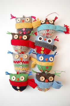 too much owl-y cuteness all in one place! {ravelry link} I know it's is knit but could possibly crochet? Knitted Owl, Crochet Owls, Knitted Animals, Knit Crochet, Owl Knitting Pattern, Free Knitting, Crochet Patterns, Owl Patterns, Knitting Projects