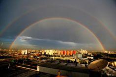 Após chuva, céu de São Paulo exibe duplo arco-íris
