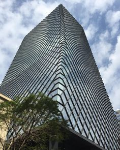 archdaily:    Tall elegant faceted pattern. Huerfanos Building by #SabbaghArquitectos  #architecture #ArchDaily #Santiago #insta good #chile #iphonesia (at Torre Huerfanos 670)