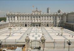 Palacio Real de Madrid, una verdadera joya del Patrimonio español que encontramos en al capital, en la ciudad de Madrid.