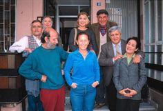 """Bizimkiler dizisi,1987-2002 yılları arasında 14 yıl kesintisiz olarak yayınlanmıştır, Türk televizyonculuk tarihinin en uzun süren dizisidir. Dizide yer alan karekterlerin hemen hemen hepsinin kendine has cümlerleri o zmanlarda herkesin dilindeydi. Bunlardan bir kaçından söz etmek gereikirse ; """"Buyruuuun!!!"""" Kapıcı Cafer Haktanır:) """"Vatandaşa cart curt yok"""", """"Kaldır şu pislikleri koçum"""",""""Oynatma şu elleri komşu"""" Horozcu Katil :) ve en unutulmayanı..""""Benim adım Cemil"""", """"Koş Sevim koş"""" Ayyaş…"""