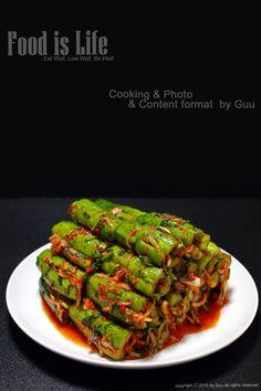 <오이소박이> OEE SoBakEe: Cucumber KimChee Side Dish Recipes, Asian Recipes, Ethnic Recipes, Hawaiian Recipes, Korean Food Side Dishes, Korean Food Kimchi, K Food, Cooking Photos, Food Plating