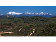 10 Popular Hikes in Orange County    Article Tab: A panoramic view from Peters Canyon.