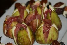 Proscuitto nestled in figs. via Sandra Angelozzi Eat Me Drink Me, Easy Entertaining, Portuguese Recipes, Prosciutto, Mexican Food Recipes, Appetizers, Azores, Dinner, Starters
