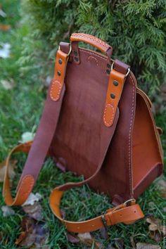 Купить или заказать Рюкзак кожаный в интернет-магазине на Ярмарке Мастеров. Кожаный рюкзак выполнен в двух цветах кожи (возможы разные цветовые варианты, наполнение и размеры) Одно большое отделение и один наружный карман, регулируемые лямки. Сшито вручную.