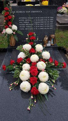 Funeral Flower Arrangements, Funeral Flowers, Floral Arrangements, Crochet Patterns Filet, Grave Decorations, In Loving Memory, Fall Flowers, Ikebana, Wood Crafts