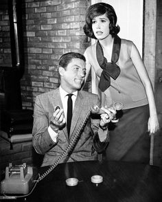 32 behind-the-scenes photos that prove The Dick Van Dyke Show cast were total characters Impractical Jokes, Laura Petrie, Mary Tyler Moore Show, Classic Comedies, Old Shows, Comedy Tv, Great Tv Shows, Scene Photo, Classic Tv