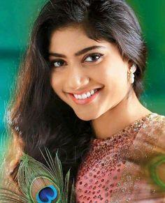 Sai Pallavi Beautiful Bollywood Actress, Most Beautiful Indian Actress, Beautiful Actresses, Beautiful Girl Photo, Beautiful Smile, Beautiful Women, Beauty Full Girl, Beauty Women, Indian Beauty Saree