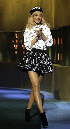 Rihanna works monochrome prints on prints...her legsssssssss
