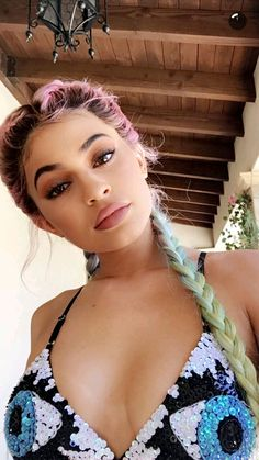 Kylie Jenner Flaunts Extreme Cleavage In Sequin Bikini & Rainbow Hair — Pics Kylie Jenner Snapchat, Kylie Jenner Modeling, Kylie Jenner Fotos, Trajes Kylie Jenner, Looks Kylie Jenner, Estilo Kylie Jenner, Kendall And Kylie Jenner, Kylie Jenner Coachella, Kylie Jenner In Bikini
