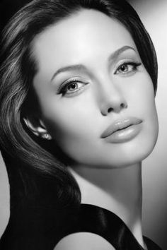 Nice portrait of Angelina Jolie Beauty And Fashion, Just Beauty, Hair Beauty, Beauty Makeup, Most Beautiful Women, Beautiful People, Actrices Hollywood, Vector Portrait, Kiss Makeup
