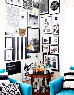 """Galeria de quadros em """"L"""". Veja: https://casadevalentina.com.br/blog/detalhes/galeria-de-quadros-em-l-2818  #details #interior #design #decoracao #detalhes #decor #home #casa #design #idea #ideia #charm #charme #arte #art #quadros #casadevalentina #livingroom #saladeestar"""