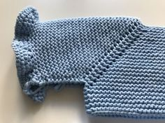 Canesú Volantes :: miloti y punto Baby Boy Sweater, Baby Coat, Baby Knitting Patterns, Crochet Baby, Knit Crochet, Baby Pullover, Boys Sweaters, Knitting Videos, Sewing Basics