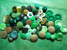 "45+  3/8"" - 3/4"" GREEN PLASTIC SHANK CRAFT BUTTONS - ASSORTED VINTAGE Lot#K567"